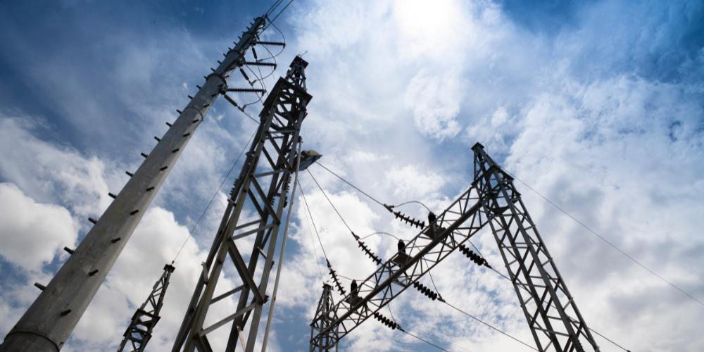 ¿Cómo utilizar herramientas de gestión local de activos críticos en una subestación eléctrica?